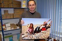 Opavský fotograf Václav Müller se nechal zvěčnit s jedním ze svých snímků.