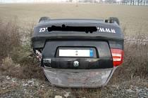 Dvě jednotky hasičů zasahovaly ve čtvrtek dopoledne u nehody vlaku a automobilu Škoda Octavia na přejezdu v Dolním Benešově.