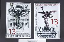 Práce grafičky Evy Haškové a rytce Martina Srba. Na snímku lze pozorovat, jak vznikala poštovní známka vydaná u příležitosti dvoustého výročí založení Slezského zemského muzea.