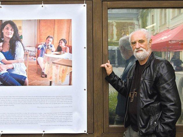 Světoznámý fotograf a pedagog Institutu tvůrčí fotografie Slezské univerzity v Opavě Jindřich Štreit vystavuje nyní mimo jiné cyklus svých snímků nazvaných Jsme z jedné planety v olomoucké Tereziánské zbrojnici na Biskupském náměstí.