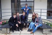 Úspěšný tým (zleva) Tomáš Juchelka, Jiří Formánek, Tomáš Klanica, Lenka Haassová, Filip Cingel a za nimi stojící Martin Špetík.