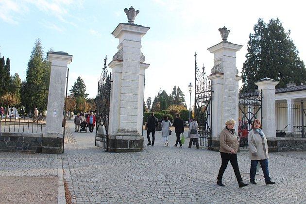 Městský hřbitov vOpavě během Dušiček - Ilustrační foto.