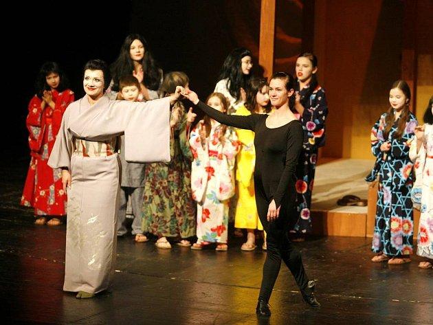 Slezské divadlo účinkovalo v pátek ve Stavovském divadle v Praze.