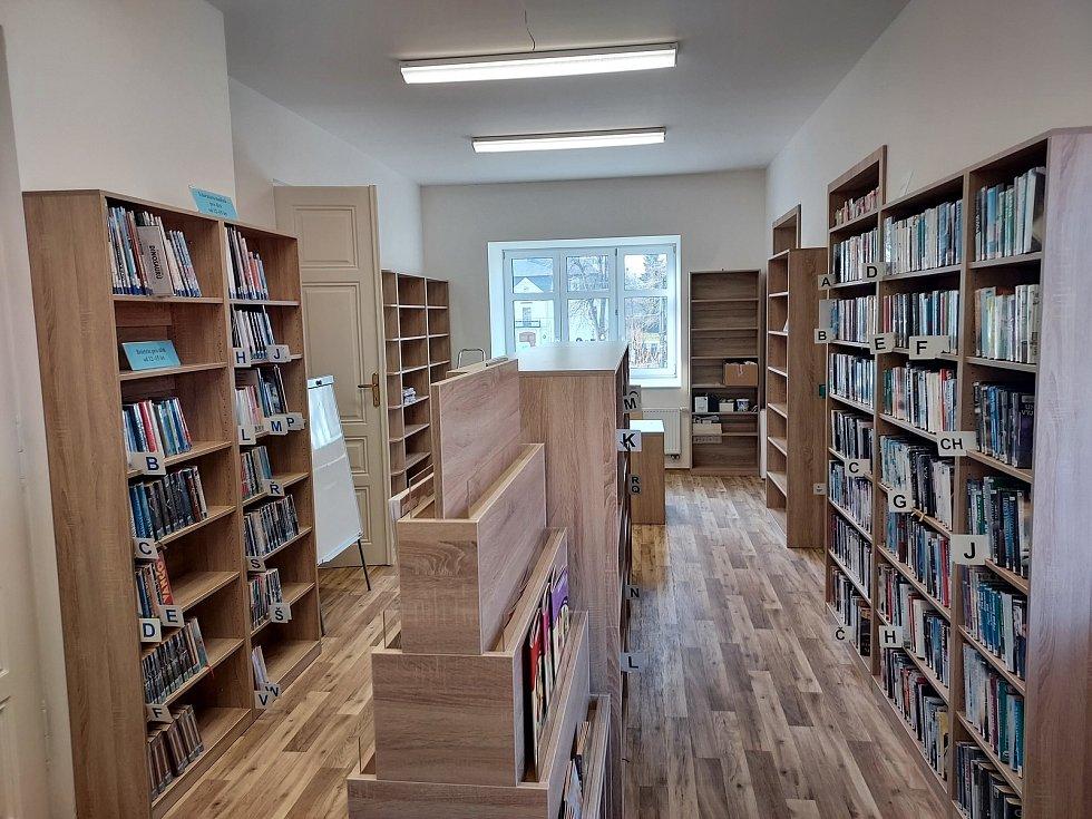 Knihovna se přestěhovala do nových prostor.