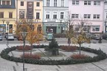 Velký adventní věnec nedávno ozdobil hlučínské náměstí.