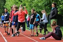 Jednou z disciplín, které děti musely absolvovat, byl také trojskok stylem, jemuž se v atletické hantýrce přezdívá žabák.
