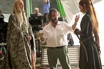 Režisér Peter Jackson na filmovém placu během natáčení Hobita.
