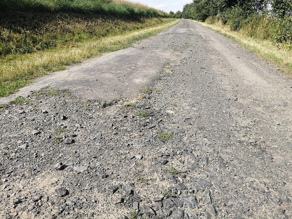 Polní cesta na území Opavy. 29. července 2021, Opava, Oldřišov.