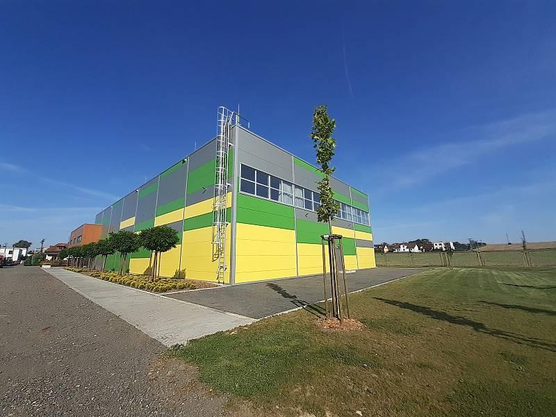 Nová víceúčelová hala ve sportovním areálu.