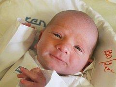 Max Vašenda se narodil 20. března, vážil 2,61 kilogramů a měřil 48 centimetrů. Rodiče Jiřina a David z Opavy mu do života přejí zdraví, štěstí a lásku. Na bratříčka se už doma těší sourozenci Sebastianek a Terezka.