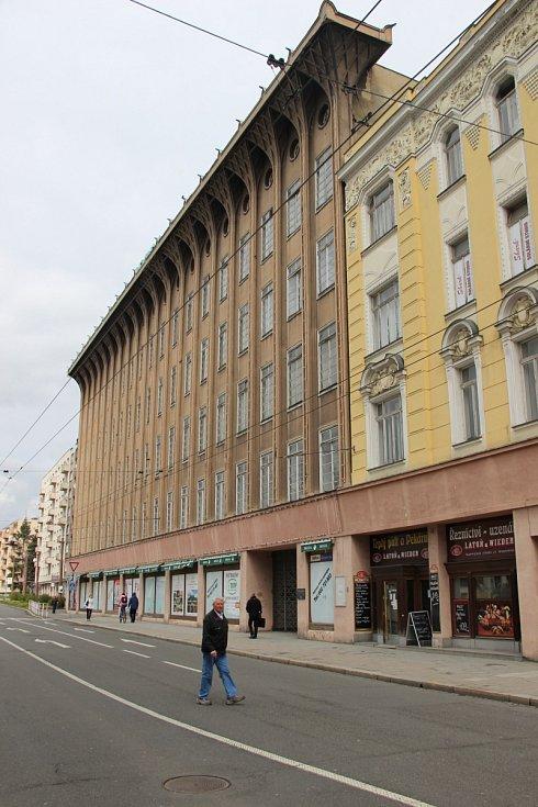 Obchodní dům Breda v Opavě prošel po dvou letech opět kontrolou ze strany památkářů. Největším  problémem pro stavbu je voda, která se do objektu tlačí ze spoda a padá i shora.