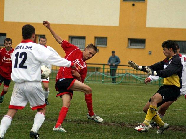 Fotbalisté Hradce nad Moravicí opět ztratili body. Na hřišti Chlebičova dostali pořádnou lekci z produktivity a domácímu výběru podlehli 3:2.