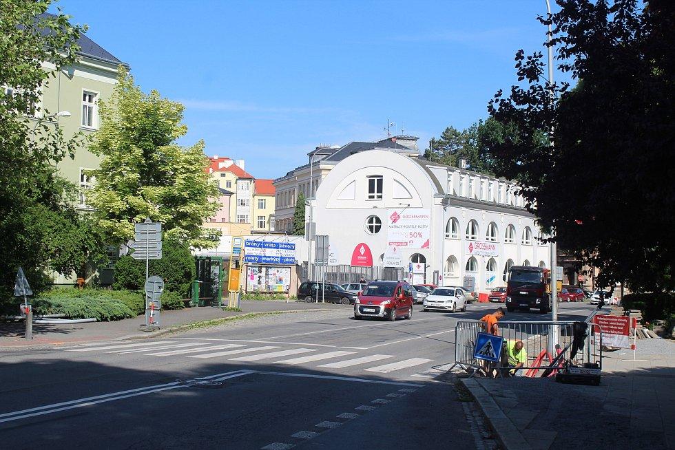 Modernizace semaforů u křižovatek s Hradeckou a Otickou ulicí. Opava, 15. června 2021.