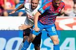 Plzeň - Zápas fotbalové FORTUNA:LIGY mezi FC Viktoria Plzeň a SFC Opava 25. srpna 2019. Jan Žídek (SFC Opava), Jan Kopic (FC Viktoria Plzeň).