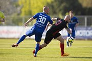 Vlašim - Zápas 23. kola Fortuna národní ligy mezi FC Vlašim a SFC Opava 22. dubna 2018 ve Vlašimi. David Březina - v, Tomáš Smola - o.