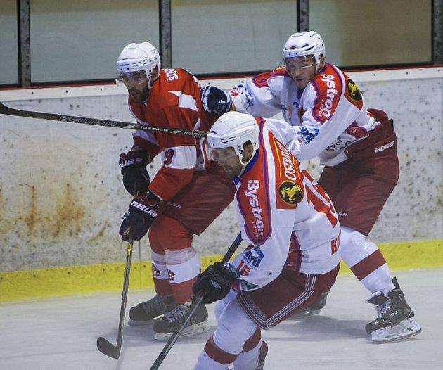 Aleš Kilnar (v bílém dresu, v popředí)