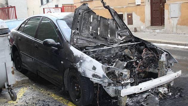Vada na elektroinstalaci. Tak v pátek dopoledne uzavřel vyšetřovatel opavských hasičů Miroslav Svoboda požár osobního automobilu Citroën C5, který začal před půl devátou hořet v Provaznické ulici.