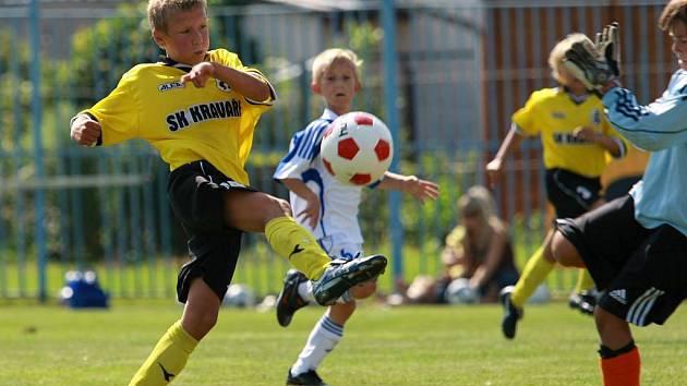 Fotbalový turnaj přípravek (ročník 2001) v Kravařích, konaný v rámci tradičního odpustu.