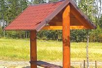 Hlubočec má nové posezení, které zhotovili samotní občané obce.