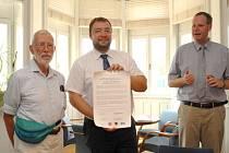 Primátor Martin Víteček podepsal dohodu o spolupráci s americkým městem Kearney.