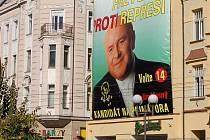 Radim Masný měl v předvolební Opavě bezkonkurenčně největší tvář. Ta bdí na městem v ulici U Jaktařské brány doteď.