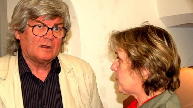 Vernisáží slovenského malíře a grafika Jozefa Jankoviče začala další z výstav letošního festivalu Další břehy v Opavě.