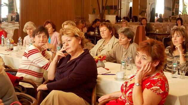 Protestní diskuze. Té se včera zúčastnilo v hotelu Koruna třiašedesát praktických lékařů.