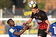 Vlašim - Zápas 23. kola Fortuna národní ligy mezi FC Vlašim a SFC Opava 22. dubna 2018 ve Vlašimi. Youssouf Dao - v, Matěj Helebrand - o.