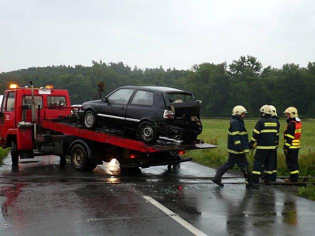 Dopravní nehoda osobního auta a vlaku na přejezdu mezi Oticemi a Slavkovem.