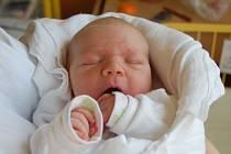 """Jan Kamrád se narodil 21. května, vážil 4,14 kg a měřil 52 cm. """"Hlavně ať je šťastný a zdravý,"""" mu do života přejí spokojení rodiče Hana a Petr z Bolatic."""