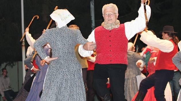 Na Mezinárodním folklorním festivalu Strážnice 2014 zazářil opavský folklorní taneční soubor Ischias.