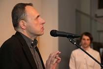 Pavel Šopák uvedl výstavu mapující čtyři dekády Domu umění.