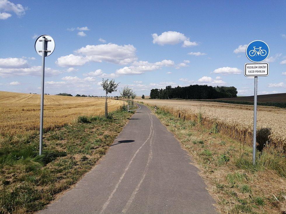 Oficiální cyklostezka. 29. července 2021, Opava, Oldřišov.