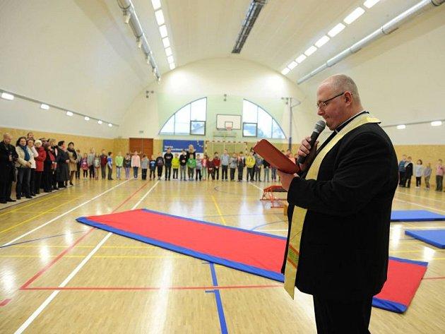 Nová sportovní hala v Komárově stála přes 26 milionů korun.