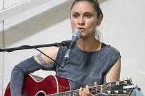 Jednou z největších hvězd Hradeckého slunovratu se stala Lenka Dusilová, která se svým koncertem postarala o skvostné zakončení festivalu.