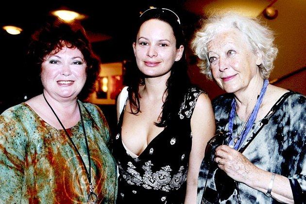 Mezi hlavní představitelky dnešního divadelního představení Štika k obědu patří Naďa Konvalinková (vlevo) a Květa Fialová (vpravo).