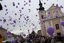 Ilustrační foto z loňského vypouštění balónků z Hodonína.
