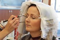 Součástí proměny bude třeba návštěva kosmetického a kadeřnického salónu.