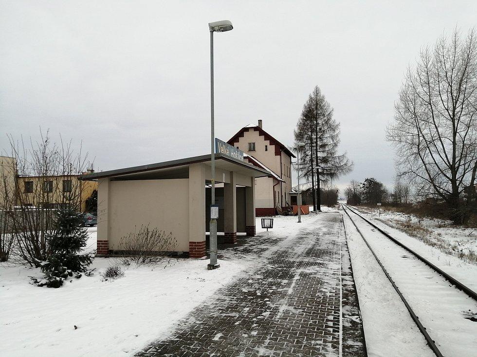 Vlakové nádraží ve Velkých Hošticích.