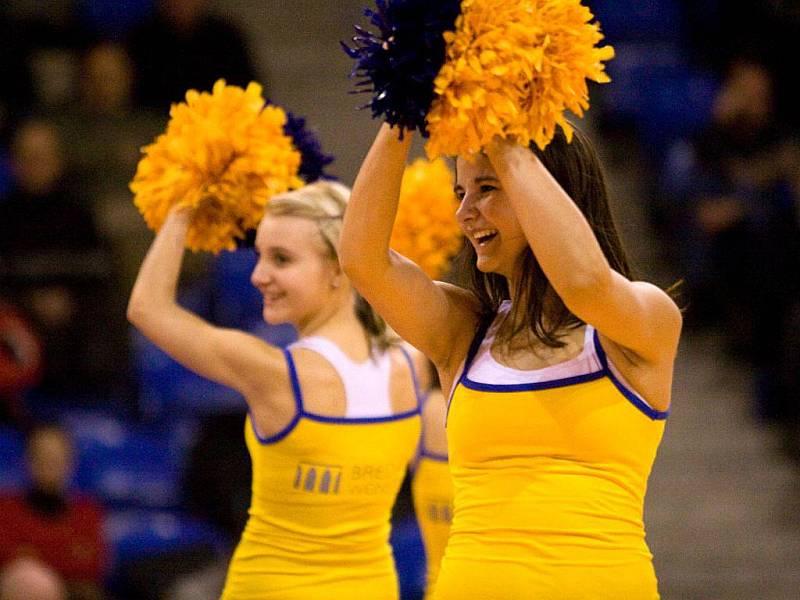 Cheerleaders v akci.