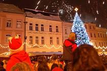 Vánoční strom na Dolním náměstí v Opavě v loňském roce.