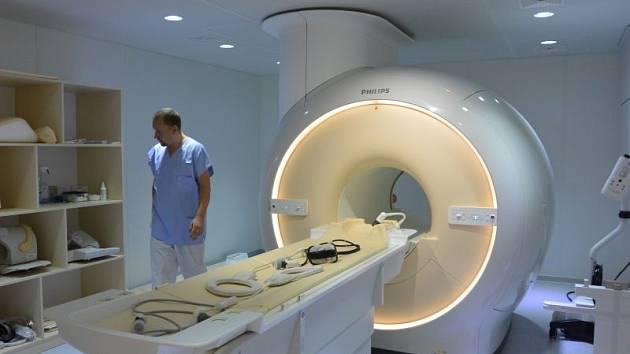 Provoz nové magnetické rezonance se v Opavě zvolna rozjíždí.