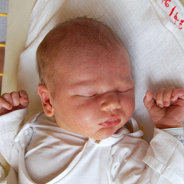 """Martin Tvarůžka se narodil 27. srpna, vážil 4,07 kg a měřil 52 cm. """"Doma už se na miminko těší bráška Honzík. Miminku přejeme, ať se mu splní vše, po čem zatouží,"""" popřáli svému miminku rodiče Lenka a Adam Tvarůžkovi z Jilešovic."""