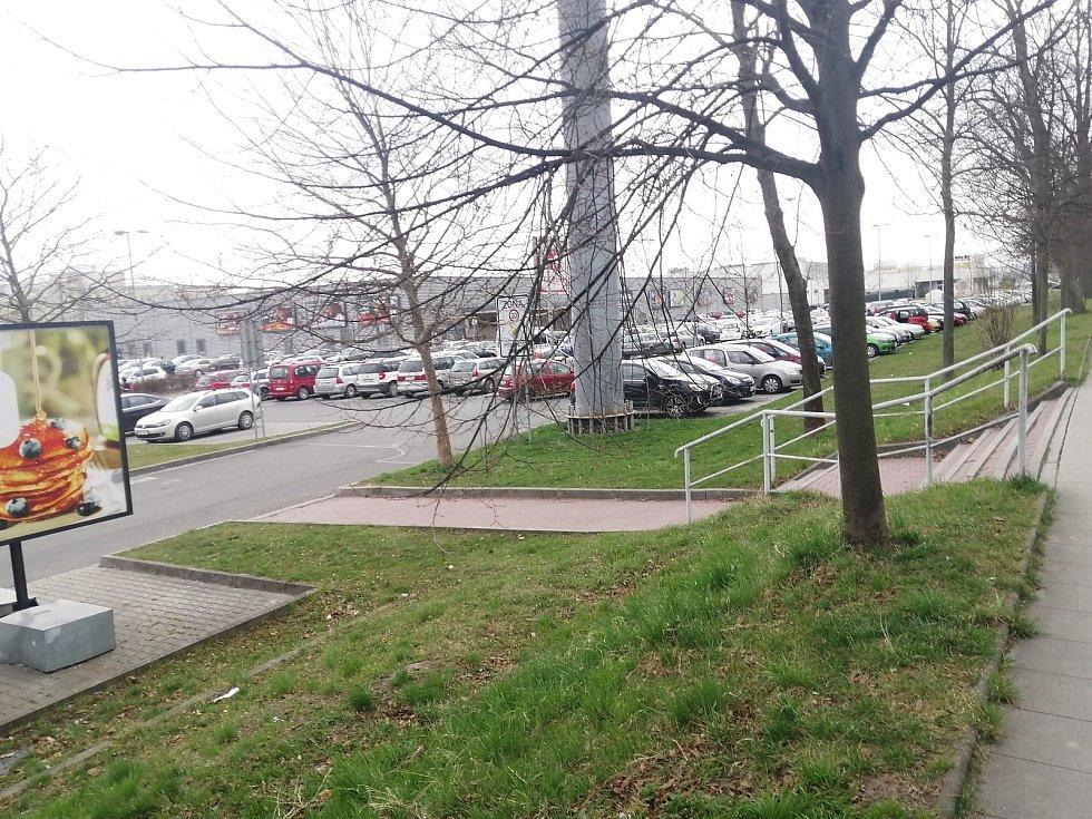 Opavská parkoviště před Velkým pátkem.