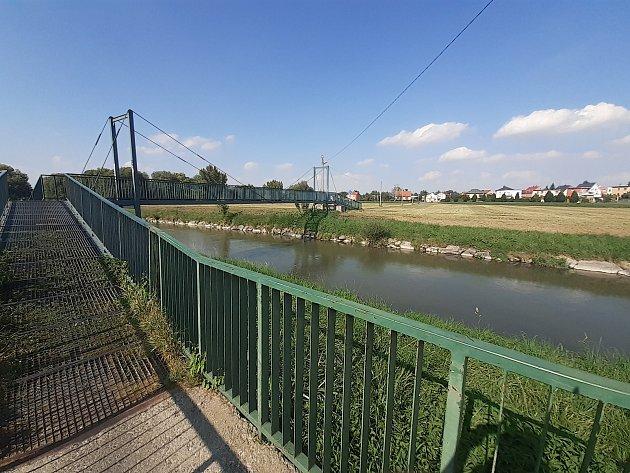 Cyklostezka od Globusu, most přes řeku Opavu.