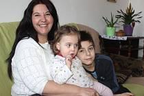 Blanka Bürgermeister se synem Tomášem a dcerou Maruškou v novém bytě.