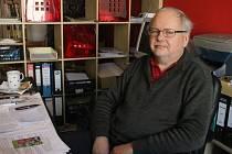 Předseda ČZS ZO Opava Lubomír Fišer ve své opavské kanceláři v Olomoucké ulici.