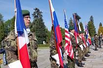 V pátek dopoledne, v den státního svátku a 64. výročí konce druhé světové války si Opavané připomněli ty, kteří za svobodu města položili v osvobozovacích bojích život. Vzpomínkový akt se uskutečnil u pomníku Rudoarmějců na opavském městském hřbitově.