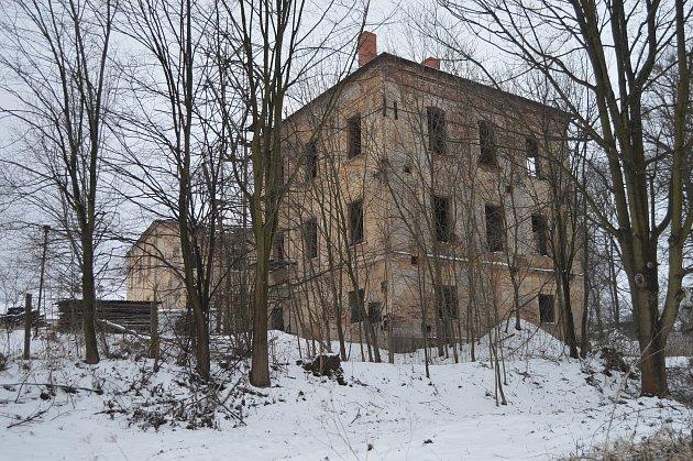 Zámecký areál vDeštné patří mezi nejohroženější památky České republiky.
