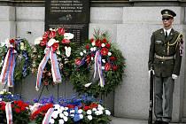 Pamětní deska Heliodora Píky před budovou Generálního štábu Armády České republiky v Praze.